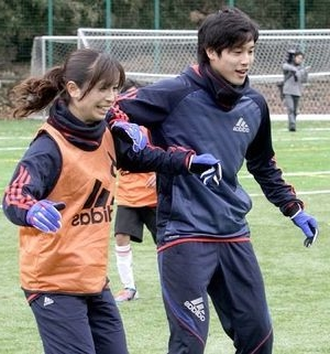 日本サッカー界衝撃のニュース!!日本代表内田篤人一般女性と結婚!!